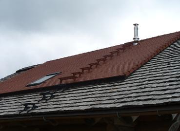 Edelstahlschornstein mit zusätzlichen Trittstufen zur Schornsteinreinigung
