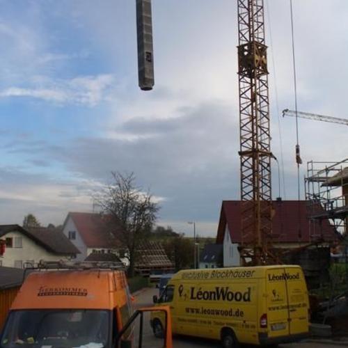 Keramikschornstein als geschosshohes System, in kurzer Zeit mit dem Kran montiert! Ort: Neuweiler