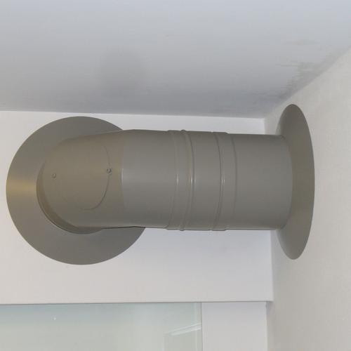 Doppelwandiges Verbindungsstück in einem Fachwerkhaus, pulverbeschichtet nach Kundenwunsch
