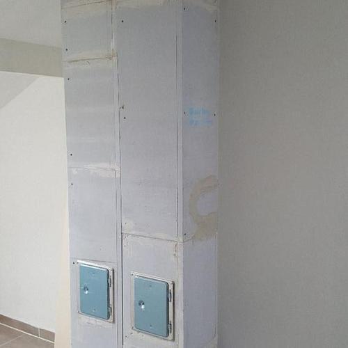 Zwei Leichtbauschornsteine für Pellets-/und Kaminofen nebeneinander installiert