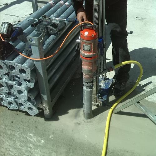 Eine von über 150 Betonbohrung im Logistikzentrum vom DPD auf dem Eisberg in Nagold