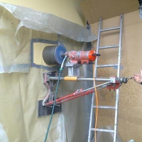 Kernbohrungen durch eine 30cm starke Stahlbetonwand für die Durchführung eines Edelstahlschornsteins, Ort: Bad Wildbad