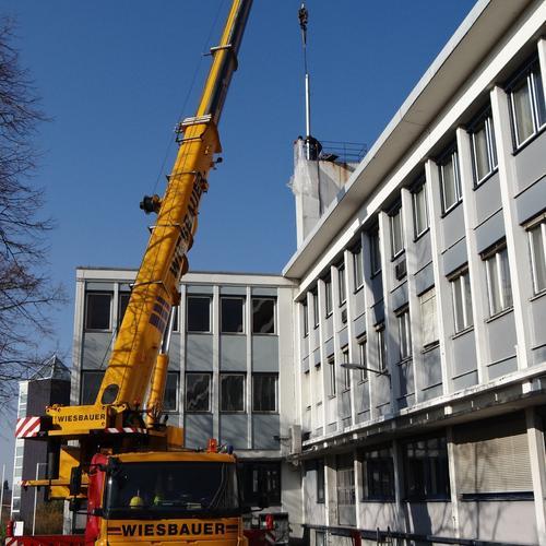 IMI Norgren, Stuttgart - 25m Abgasleitung am Stück mit Kran versetzt