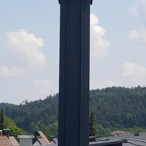 Schornsteinverkleidung in Aluminium eloxiert anthrazit in Iselshausen
